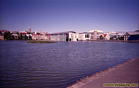 Reykjavik City Hall - www.countrybagging.com