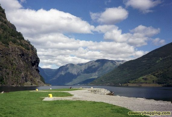 Flam and the Aurlandsfjord - www.countrybagging.com