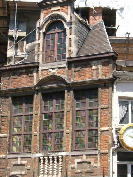 Brussels Facade - www.countrybagging.com