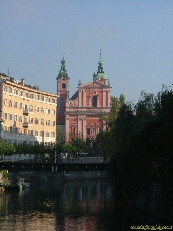 Central Ljubljana - www.countrybagging.com