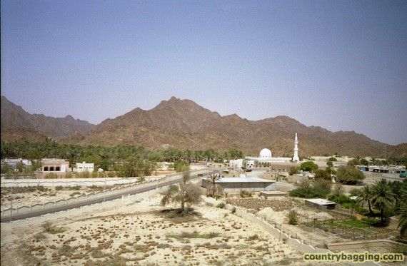Hatta, Near the border with Oman - www.countrybagging.com