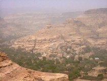Wadi Dhahr in the valley - www.countrybagging.com